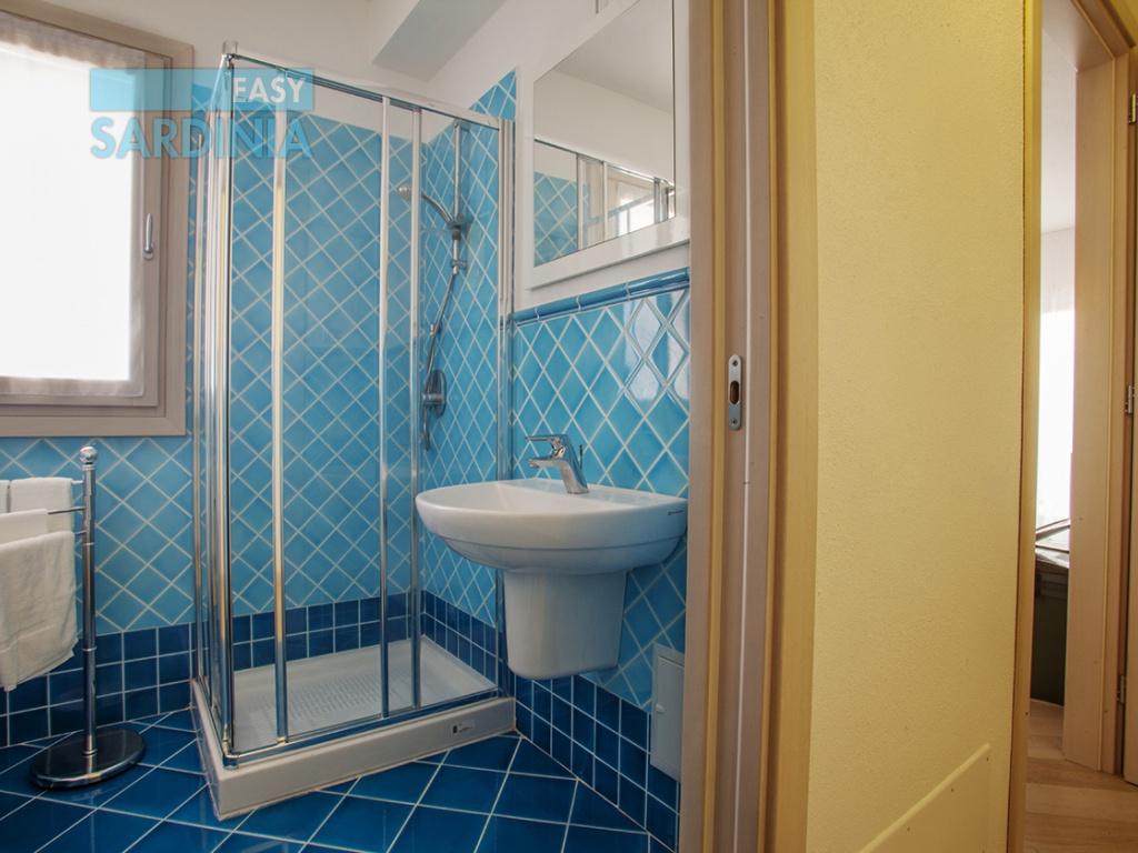 Residenza del mare vacanze in sardegna cod iun 2111 for 2 camere da letto 2 piani del bagno